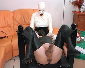 http://img171.imagevenue.com/loc1056/th_474398753_tduid3219_LatexxxLivinginrubberpartV.wmv_snapshot_03.58_2013.11.03_13.19.01_123_1056lo.jpg