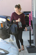 http://img171.imagevenue.com/loc1108/th_482488827_Hilary_Duff_leaves_Pilates_class7_122_1108lo.jpg