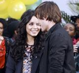 th 31097 Celebutopia Vanessa Hudgens0 Ashley Tisdale and Zac Efron in New York City 06 122 1150lo Vanessa Hudgens et Zac Efron (photos)