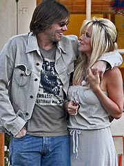 th 59348 jim carrey180 122 330lo Jenny McCarthy and Jim Carrey no plans to tie know yet