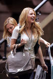 th_07227_Blake_Lively_on_the_set_of_Gossip_Girl-009_122_636lo.jpg