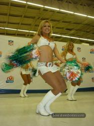 [Image: th_195427855_tduid2978_Cheerleaders_427_122_891lo.jpg]