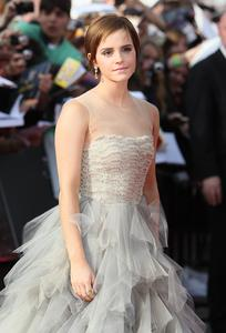 Эмма Уотсон, фото 576. Actress Emma Watson attends the World Premiere of Harry Potter and The Deathly Hallows - Part 2 at Trafalgar Square on July 7, 2011 in London, England., photo 576